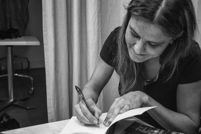 Serena Maffia autografa Blu Enoteca Letteraria di Roma giugno 2016